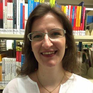 Maike (ml), kümmert sich um digitale Kundenservices in der Zentralbibliothek