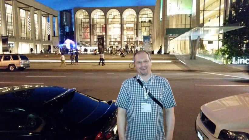 IAML-treasurer und Kongressteilnehmer vor der Metropolitan-Opera Lincoln-Center