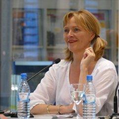 """Am 19.7.2016 war Bea Dieker Gast bei """"frisch gepresst"""" in der Zentralbibliothek. Sie hat aus """"Vaterhaus"""" gelesen."""