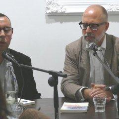 Zentralbibliothek am 1.10.2015 als Gast und Gastgeber in der Patisserie Tanger. Moderator Frank Schablewski (rechts) mit Mohammed Khallouk.