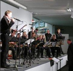 """Am 29.10.2015 zu Gast in der Zentralbibliothek mit """"Die Jazzmusiker und ihre drei Wünsche"""": Olaf Reitz und die Bigband """"JazzPension"""" unter der Leitung von Martin Zobel."""