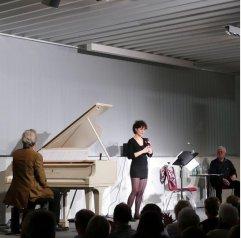 Erstes Düsseldorfer Literaturkonzert des Jahres und zu Gast in der Zentralbibliothek waren Mascha und Georg Cormann (Gesang und Flügel) und Dieter Prochnow (Rezitation) am 14.1.2016