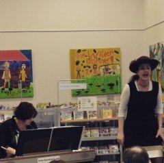 """Damen Julia Diedrich (Klavier) und Daniela Bosenius (Gesang) waren am 9.3.2016 zu Gast in unserer Stadtteilbücherei Bilk mit dem Programm """"Friede, teurer Götterfunken"""" zu Bertha von Suttner."""