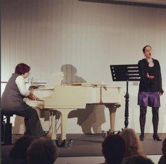 """Daniela Bosenius (Gesang und Lesung) und Julia Diedrich (Klavier) waren am 22.3.2016 mit ihrem Programm """"Zeit der Schmetterlinge - das Leben der Schwestern Mirabal"""" zu Gast in der Zentralbibliothek."""