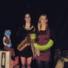 """Am 15.4.2016 waren Regina Fischer mit """"E. Götz"""" und Heike Michaelis mit """"Celina Python"""" mit ihrem Programm """"Kriminal-Tango"""" im Rahmen der Reihe """"Mord in Bilk"""" zu Gast in der Bücherei Bilk."""