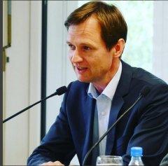 """Ulrich Meyer-Doerpinghaus war am 19.4.2016 zu Gast bei """"frisch gepresst"""" in der Zentralbibliothek und hat aus seinem Buch """"Am Zauberfluss"""" gelesen."""