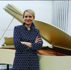 """Am 26.4.2016 war Frederike Möller mit dem Vortragskonzert """"Wahn! Wahn! Überall Wahn!"""" zum Wahn-Sinn in den Opern Richard Wagners zu Gast in der Musikbibliothek."""