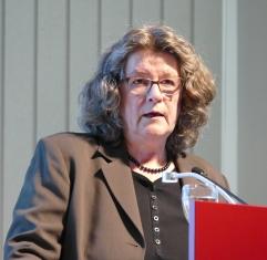 """Christa Holtei war am 12.9.2017 mit ihrem neuen Buch """"Die Düsseldorfer Malerschule"""" zu Gast in der Zentralbibliothek."""