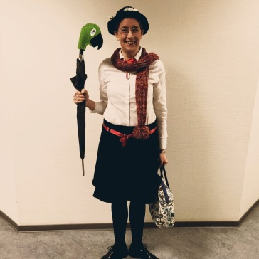 Sandra (sk), Kinder- und Jugendbibliothekarin in der Zentralbibliothek