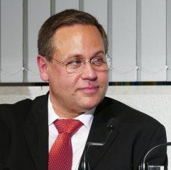 """Am 27.09.2016 war Bernd Peter Fugelsang – Manager und Dirigent der Camerata Louis Spohr Gast in der Musikbibliothek im Rahmen der Reihe """"Musik im Gespräch!""""."""