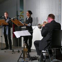 Mit einem Literarisch-musikalisches Programm für zwei Stimmen und Flügelhorn zu Samuel Beckett waren Olaf Reitz, Caroline Keufen und Martin Zobel am 25.10.2016 Gast in der Zentralbibliothek.
