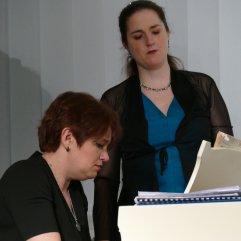 Daniela Bosenius und Julia Diedrich (Klavier) waren am 27.4.2017 zu Gast in der Zentralbibliothek mit einem literarisch-musikalische Programm über Georg Kreisler.