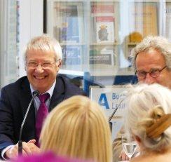 """Karl-Heinz Keldungs war am 13.6.2017 zu Gast bei """"Frisch gepresst"""" in der Zentralbibliothek."""