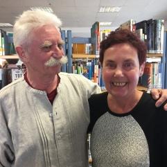 """Dr. Gabi Rüth war mit ihrem Programm """"Literarisches Solo"""" am 19.2.2017 Gast in der Bücherei Rath. Ihr Mann Walter Rüth sorgte für den musikalischen Rahmen."""