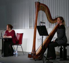 """Am 27.09.2017 waren Anja Bilabel und Verena Volkmer mit einem Kammerhörstück mit dem Titel """"Lord, Rabe, Maskenball"""" zu Gast in der Zentralbibliothek."""